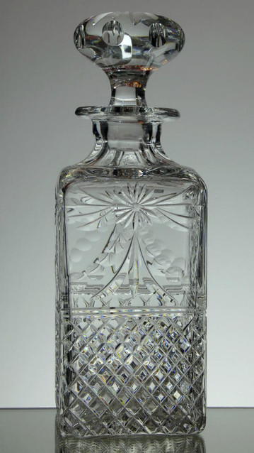 English Hand Made Full Lead Crystal Whisky Decanter Hand Cut In Beaconsfield Pattern £125.00 Size 26 x 9 x 9 cm