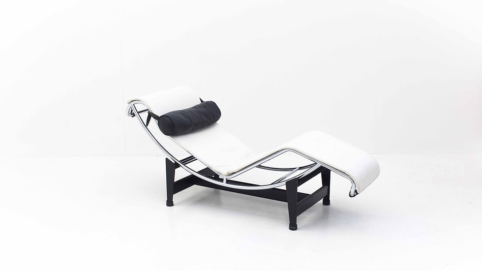 Le Corbusier LC4 Chaise Longue von Cassina in Weiss