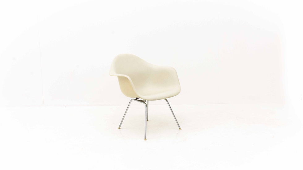 Eames Fiberglas Armchair von Vitra
