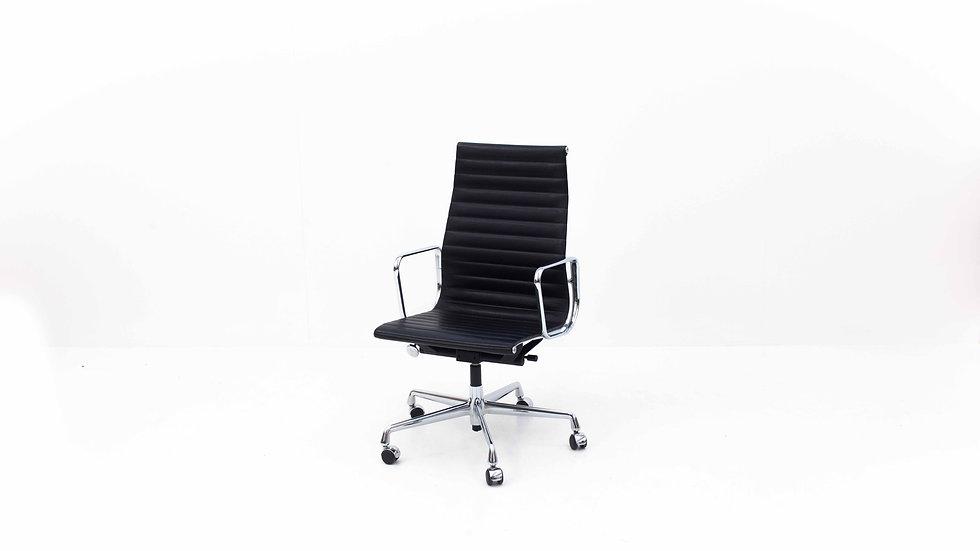 Bürostuhl Eames EA 119 in Leder von Vitra