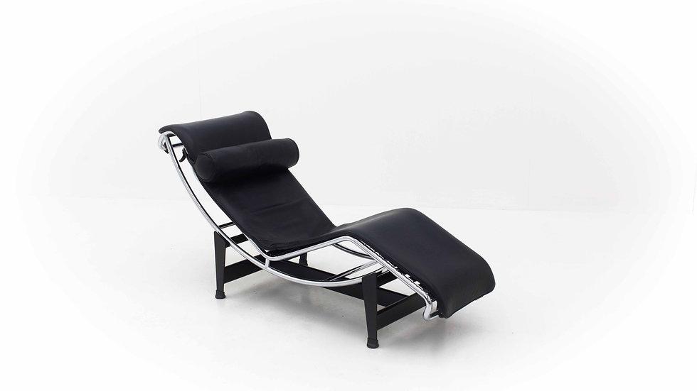 Le Corbusier LC4 Chaise Longue von Cassina in Schwarz