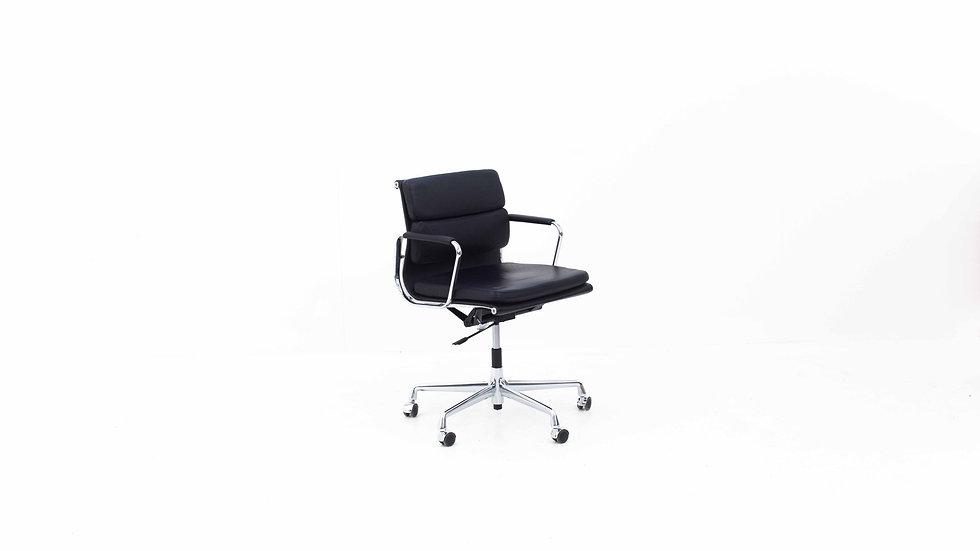 Bürostuhl Eames EA 217 Soft Pad von Vitra