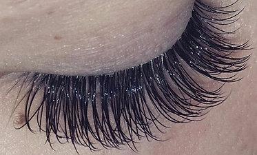 Good vs Bad Eyelash Extensions
