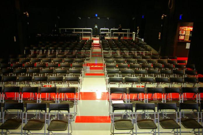 椅子・コンサート・講演会