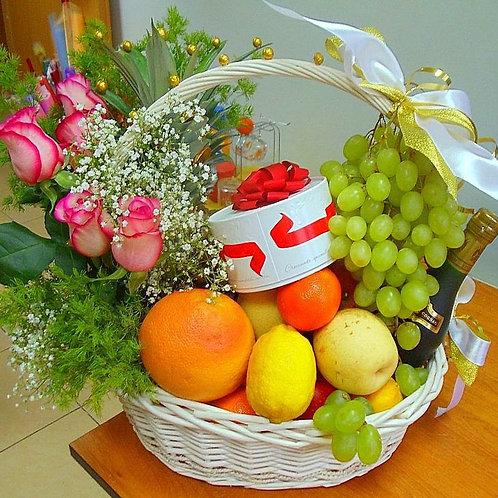 Корзина с фруктами в Адлере на Новый год!