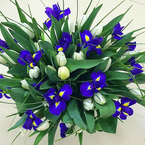Букет из тюльпанов, ирисов в Адлере