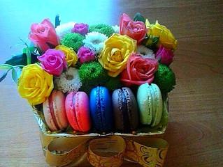 Коробочка с миндальными печеньицами! Заказать, купить цветы и букеты с доставкой в Адлере, Сочи. Нед