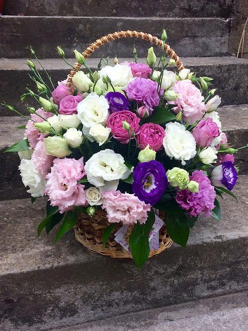 Красивая корзина цветов День Матери