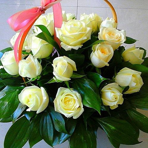 Розы в корзине Адлер