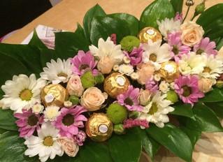 """Коробочка с конфетами """"Ферреро Роше"""", приятный и сладкий сюрприз."""