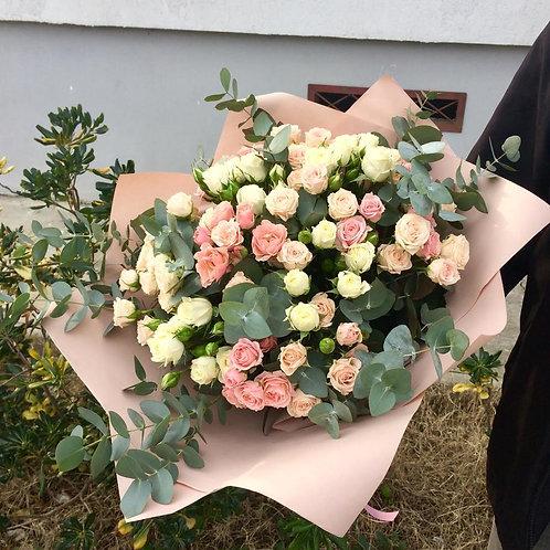 Кустовые розы букет День Матери