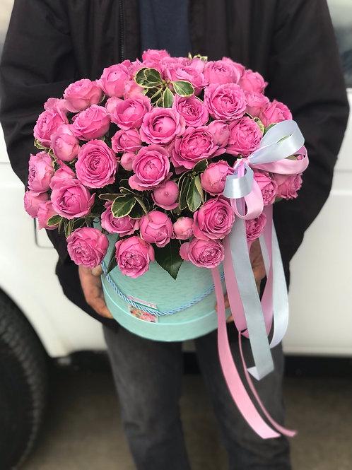"""Шляпная коробка с пионовидными розами """"Мистерия"""""""