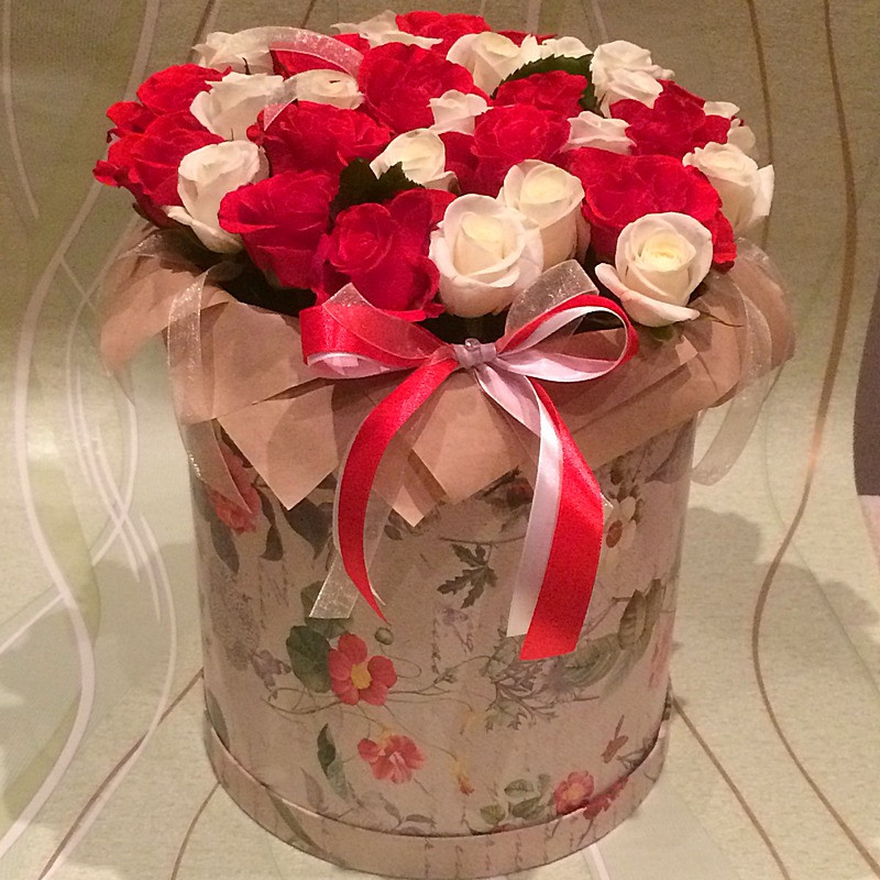Шляпная коробка от 2380 рублей.
