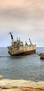 ship-3879319_1920_edited.jpg