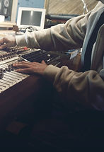 sound-studio-407216_1920_edited.jpg