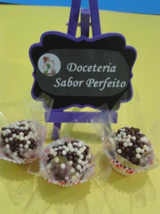 Brigadeiro tradicional com confeito de granulado de chocolate