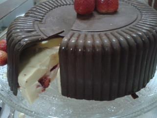 Mistura perfeita: chocolate,creme e morangos!