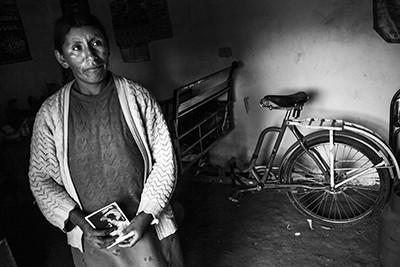 Olga Apaza, vídua i víctima de les execucions ordenades per la massa de gent a Juliaca l'any 2009. © Albert González Farran