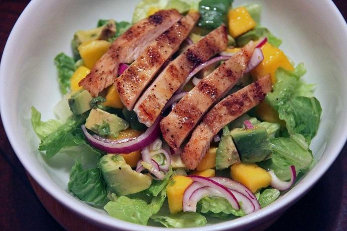 insalata-di-pollo-con-mango-e-avocado.jpg
