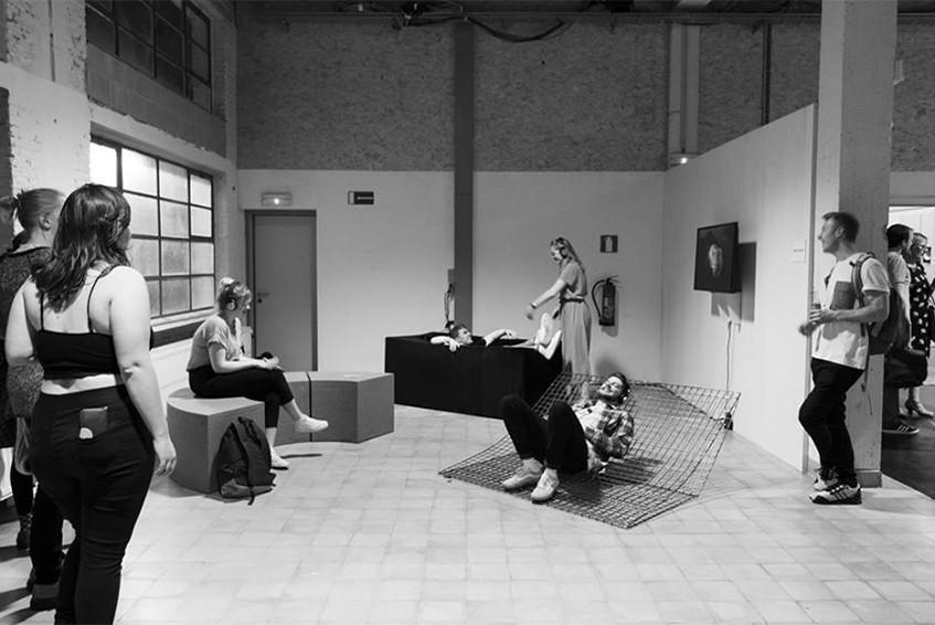 """Afstudeerproject Productdesign van Lieke Lenaerts, """"Alles om gelukkig te zijn"""" op de Luca Showcase, Leuven."""