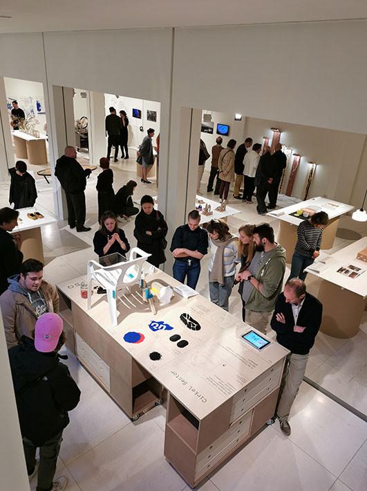 Studenten Productdesign stellen tentoon in het Design Museum  te Gent.