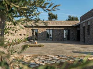 eXeliosis, Private Residences, Fteli