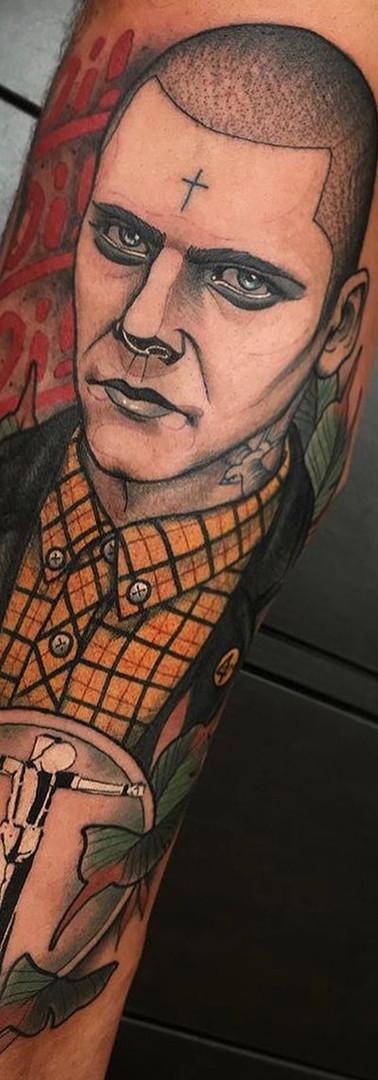 Neo Tradicional Skinhead Tattoo