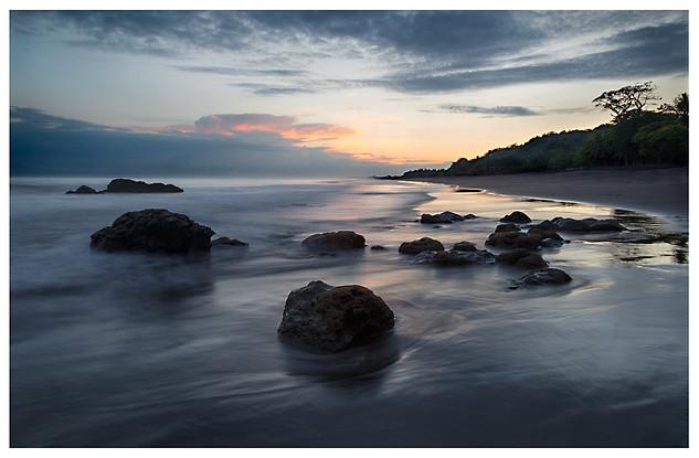 Amanecer en Playas Ticas / Sunrise at a Costa Rican Beach