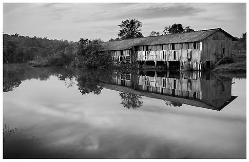 El Depósito Abandonado / The Abandoned Warehouse