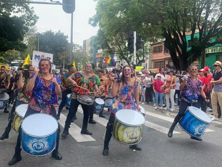 Musicos y marchantes en Medellin.