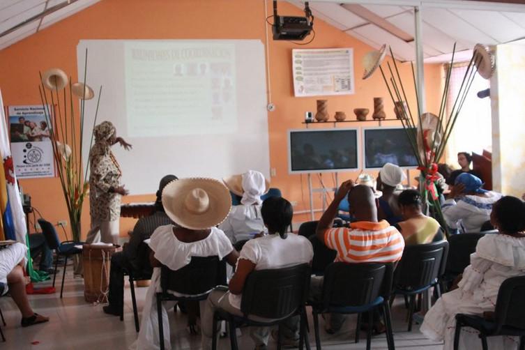 Mujeres cantadoras haciendo pedagogía.