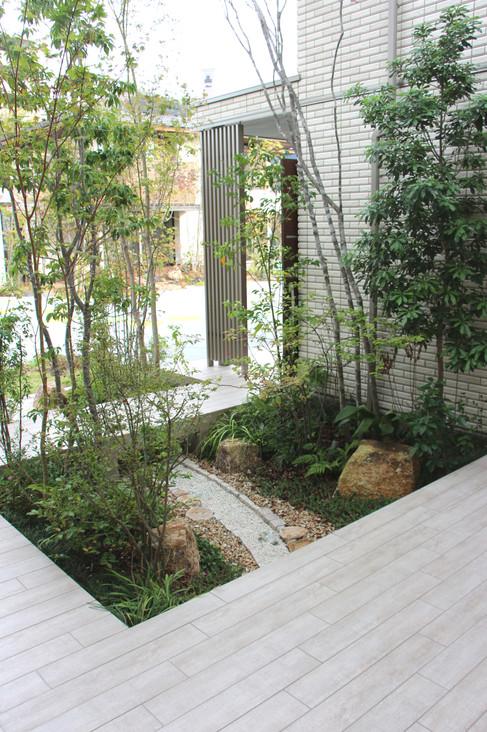 05/11 緑に包まれて(その2) ガーデン&エクステリア工事