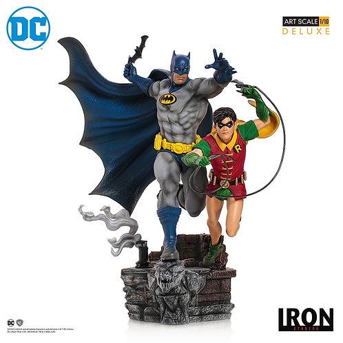 DC COMICS DELUXE ART SCALE BATMAN & ROBIN BY IVAN REIS (ESTÁTUA)