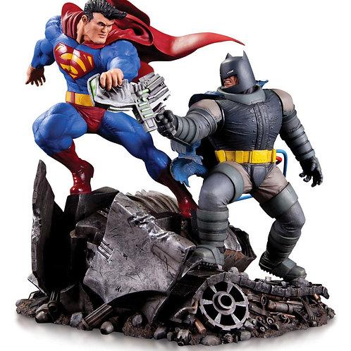 DC COMICS MINI BATTLE BATMAN vs SUPERMAN (ESTÁTUA)