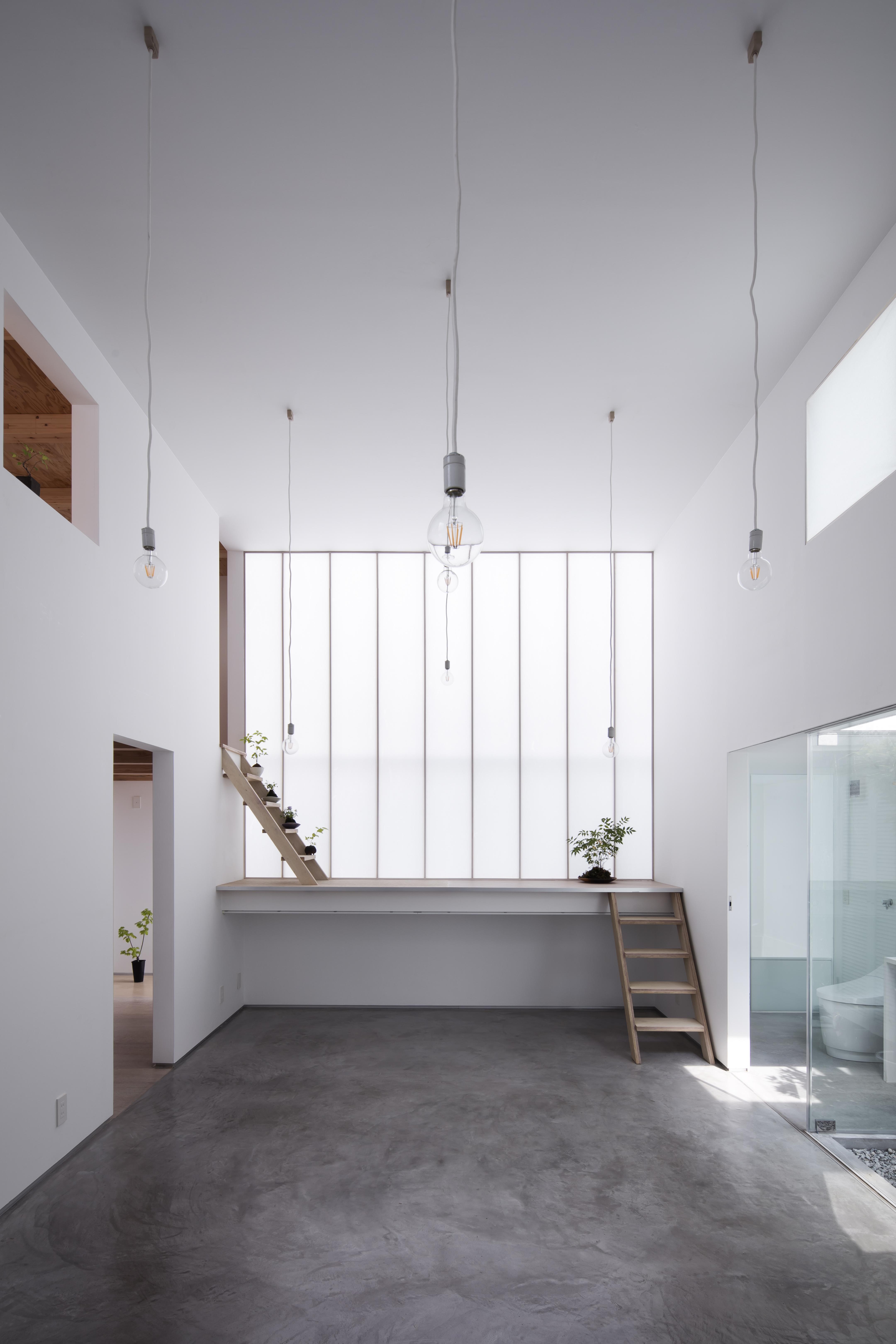 Interior-noon-0