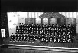 1960_Geisha are performing_Naga-uta_songs with accompanying_shamisen_three-string instruments