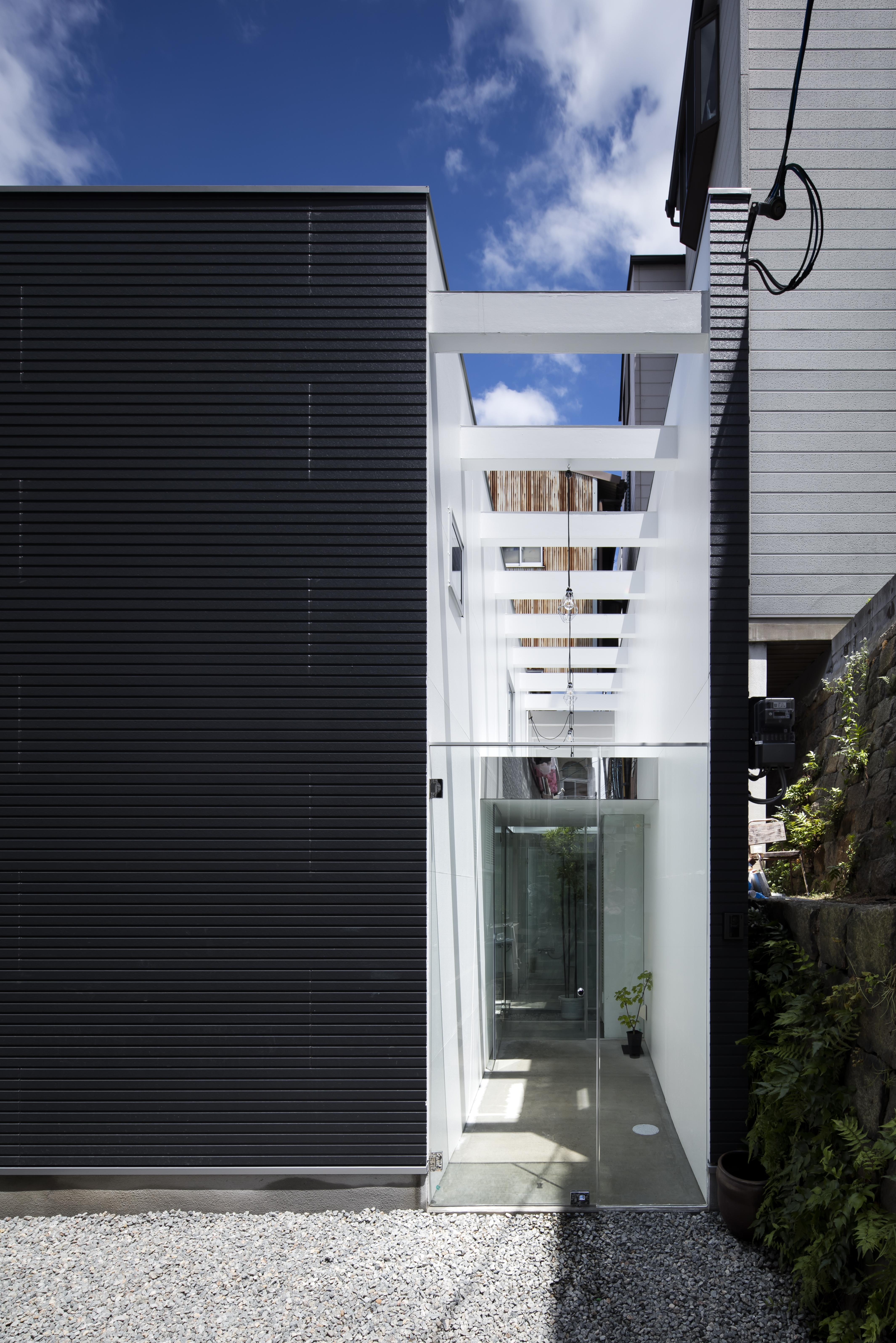 facade-noon