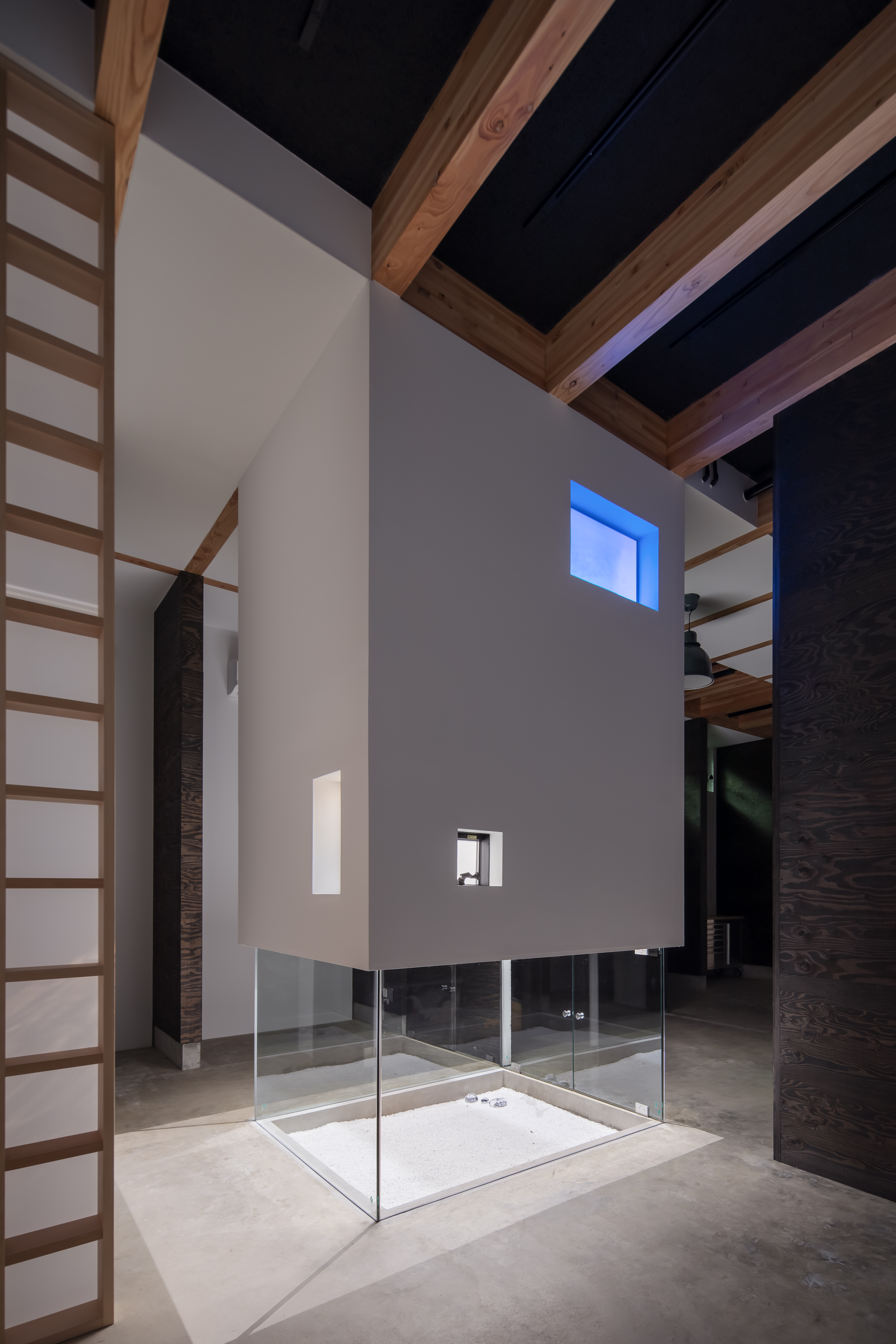 Updraft Air Shaft (Exhibition space side/night view)