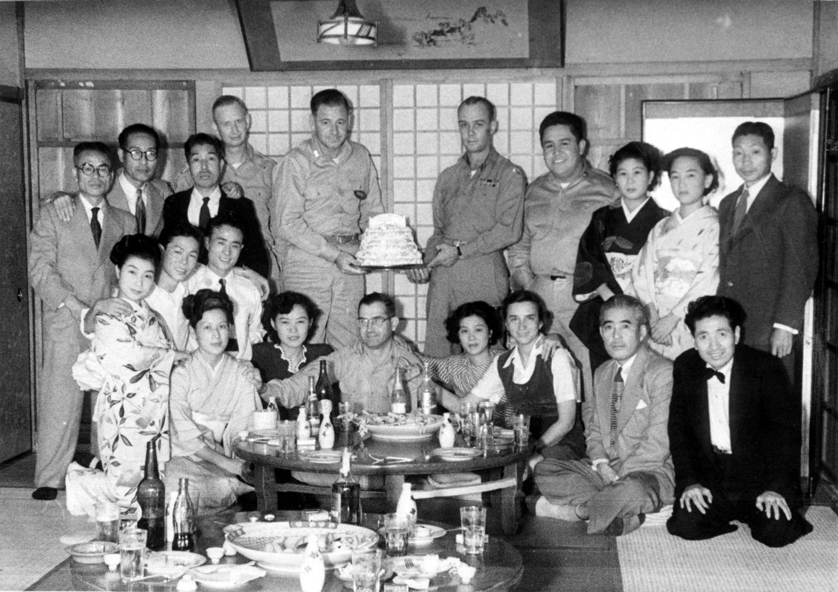 1951_Geisha and American soldiers of the occupation forces at Nara Hotel