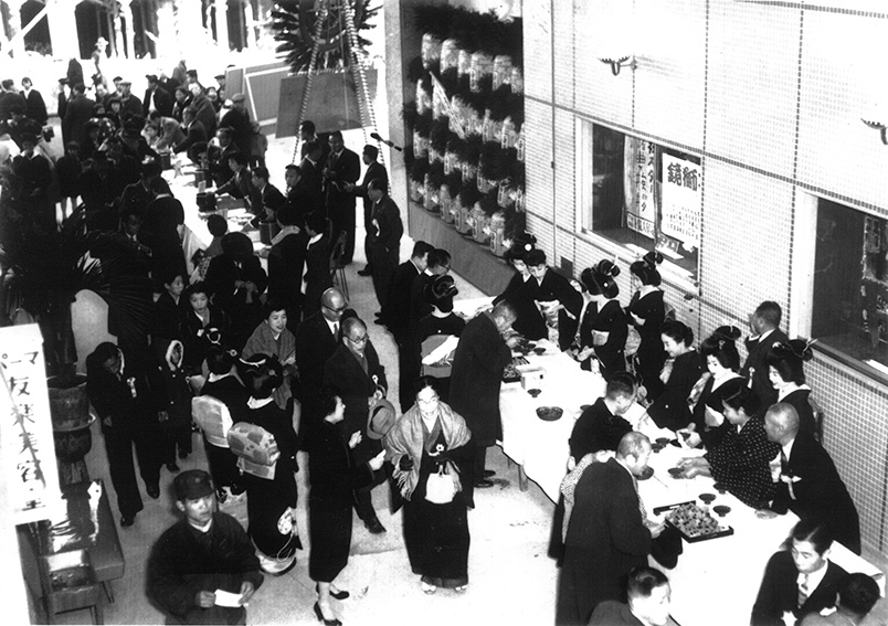 1954_Geisha are at the reception desk of the opening ceremony of _Yuraku Kaikan_commercial complex
