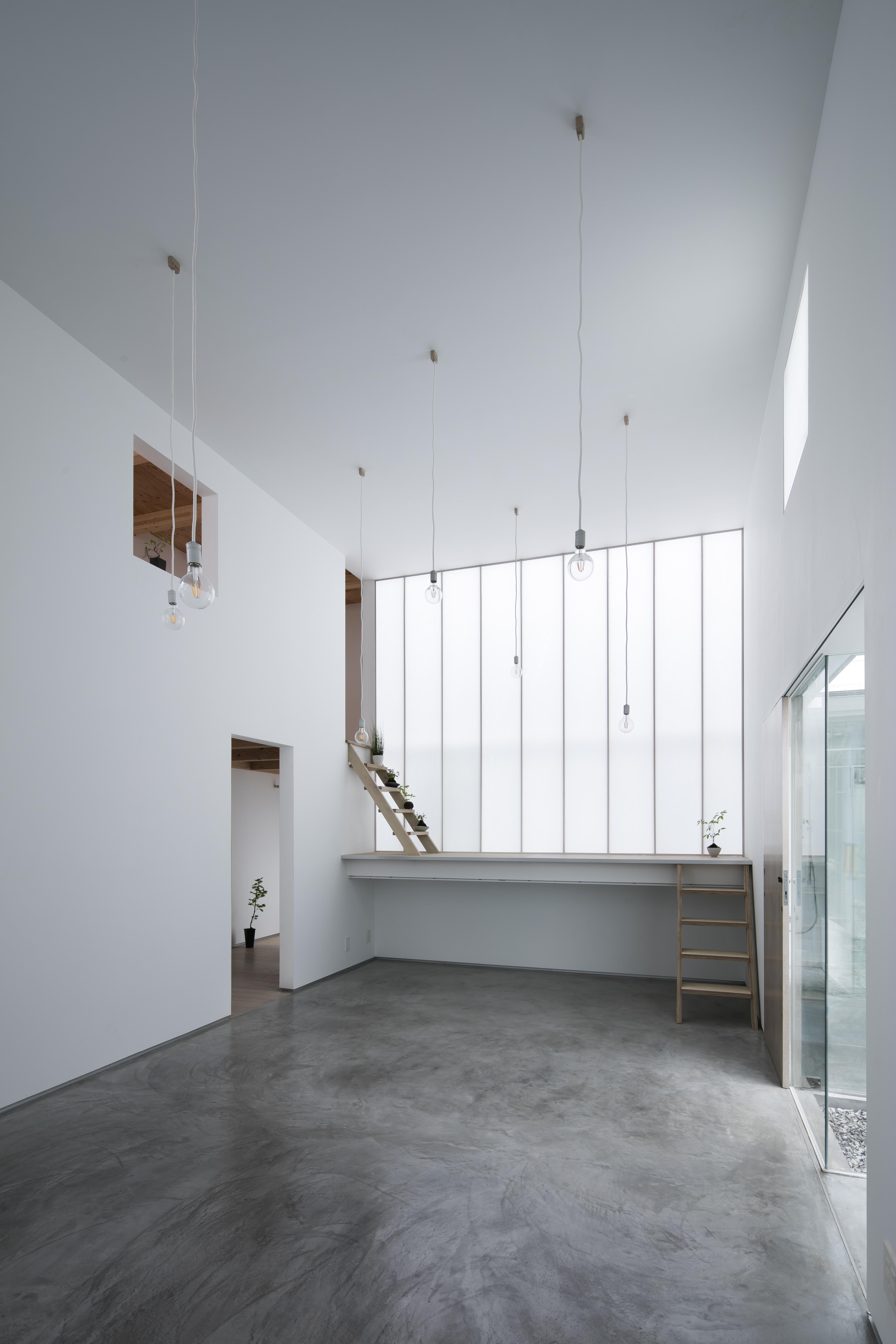 Interior-noon-L