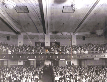 Auditorium on opening night, 1913.png
