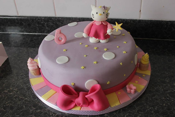 Hello Kitty Hat cake