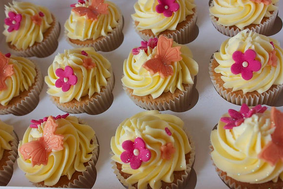 Bright flowers cupcakes