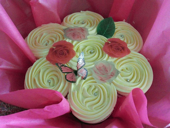 deluxe mothers day small cupcake bouquet