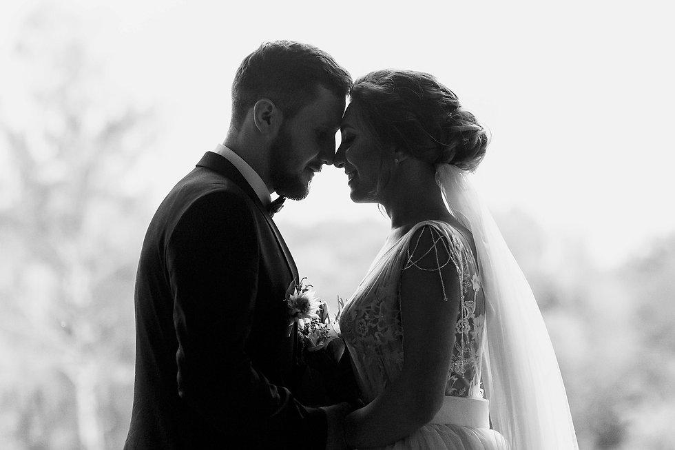 Gorgeous-bride-and-stylish-groom-silhoue