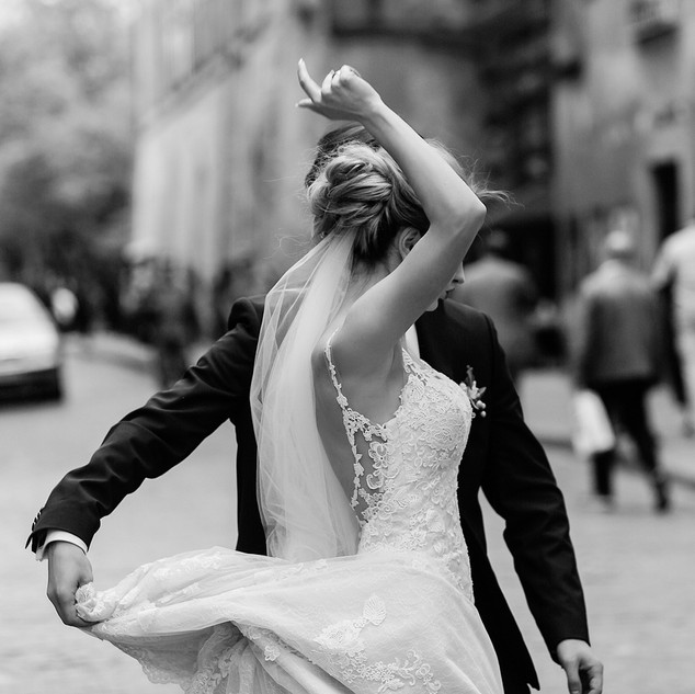 stylish-bride-and-groom-dancing-and-havi