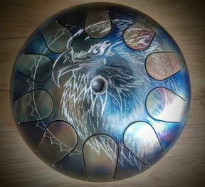 profil d'aigle gravé à la dremel sur tank drum osb drum - hang