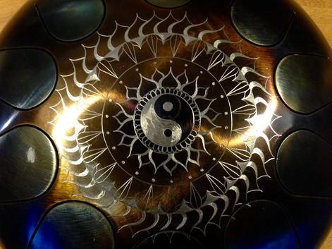 yin yang mandala floral sur 10 notes