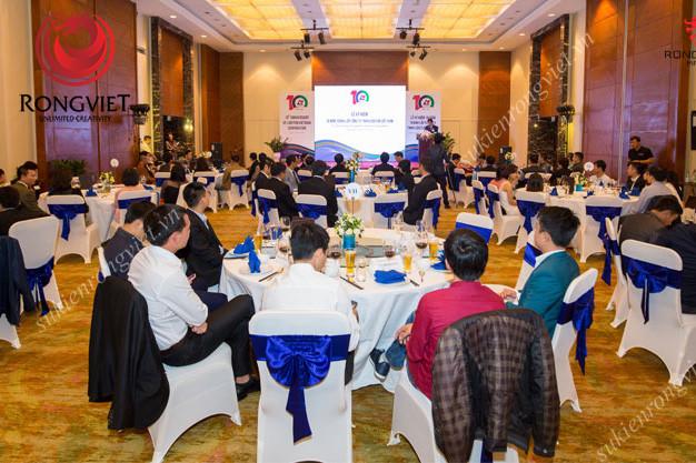 Khu vực dành cho khách ngồi được bố trí trang trọng - Công ty sự kiện Rồng Việt